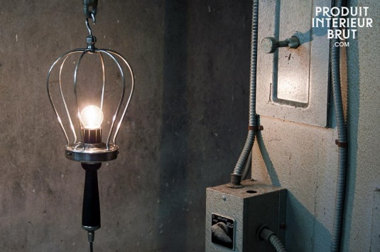Industrial lighting in the shape of the industrial duty hand lamp