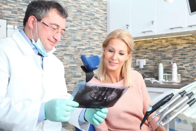 Les coordonnées des dentistes de garde dans votre localité sont à retrouver sur Info-dentistes.fr
