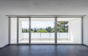 Tryba : pour de grandes ouvertures, fenêtres coulissantes, en imposte…